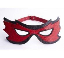 Красно-чёрная маска на глаза с разрезами