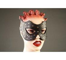 Кожаная маска с клёпками